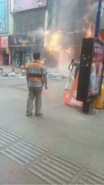 仁寿怡和春熙步行街门市发生火灾,满是焦糊味